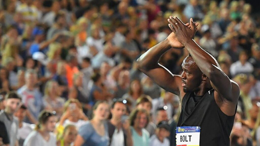 Usain_Bolt_waves_to_fans
